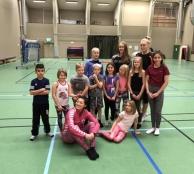 Gymnastikgruppen från Backe med ledare från ÖGK